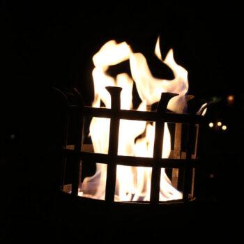 mittelalterlicher Feuerkorb Fackelkorb mittelalter Beleuchtung leihen MIttelaltermarkt Freiburg Baden-Württemberg Feuer rustikal Flammenkorb mieten