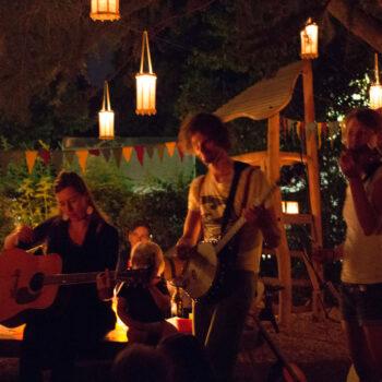 nachhaltig feiern Gartenfeier Freiburg Eventausstattung Laternen Feuerschale Geburtstgsparty Hochzeit Natur