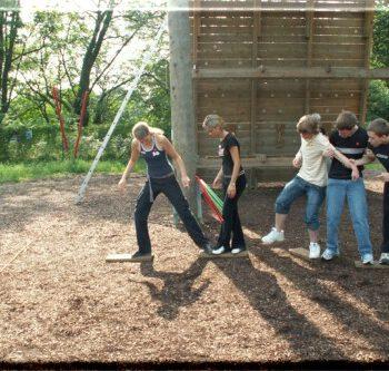 Gruppenspiel outdoor Kooperationsspiel mieten leihen Freiburg Eventausstattung Festausstattung Hochzeitsspiele Naturspiele
