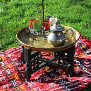 marokkanischer Teetisch Beistelltisch orientalisch Vermietung Verleih Outdoor Eventausstattung Hochzeit Feier Geburtstag Freiburg Baden-Württemberg Natur