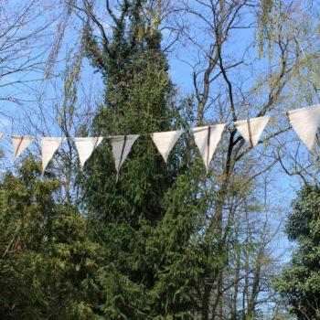 weiße Wimpel für Hochzeit mieten